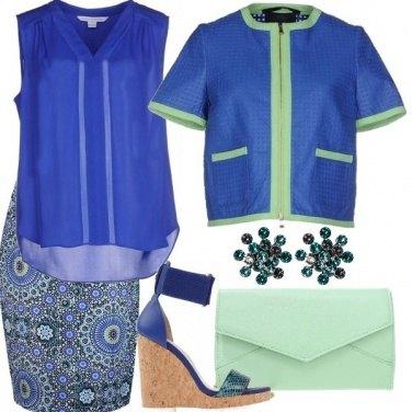 Outfit Verde menta e blu elettrico
