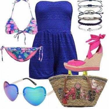 Outfit In spiaggia in rosa e blu