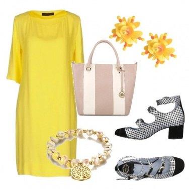 Outfit Giallo, scacchi e righe