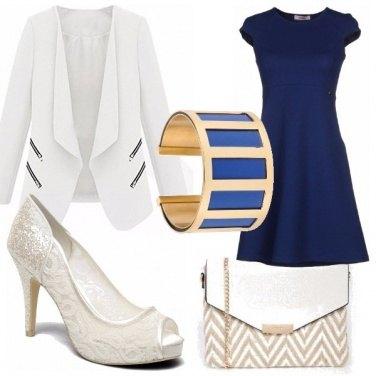 Outfit Blu e bianco, con tocchi d\'oro