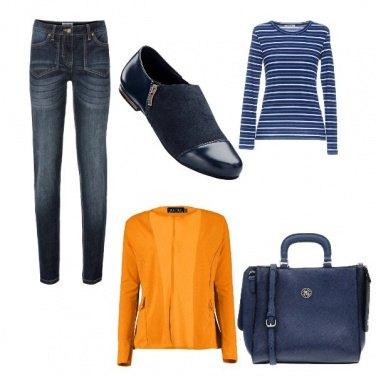 Outfit Total blu con una punta di senape