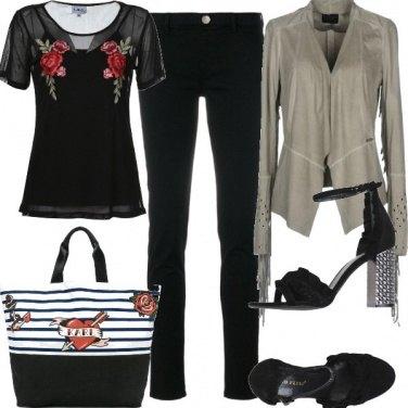 Outfit Nero, grigio e un tocco di rosso