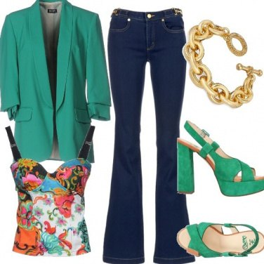 Outfit Jeans a zampa e colori vivaci