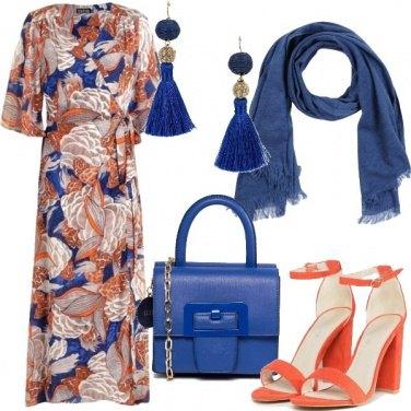 Outfit Abito Kimono floreale e accessori blu