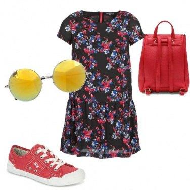 Outfit Vestito, zainetto e sneakers