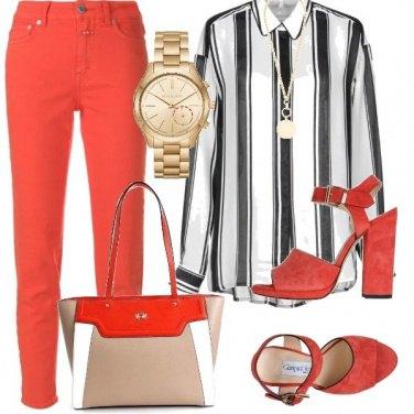 Outfit Arancio e righe