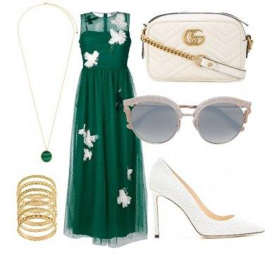 Outfit Farfalle bianche su un velo verde