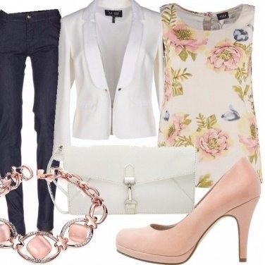 Outfit Jeans, bianco e fiori....