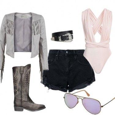 Outfit Coachella con glam