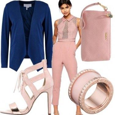 Outfit Pink e un tocco di blu elettrico