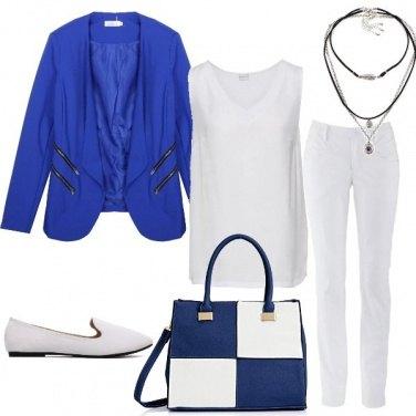 Outfit In ufficio in bianco e blu