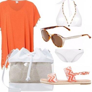 Outfit Bianco ed arancio per il mare