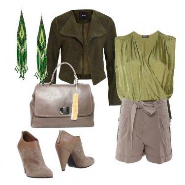 Outfit Bermuda con il fiocco