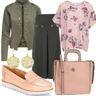 Outfit Verde e fiori rosa