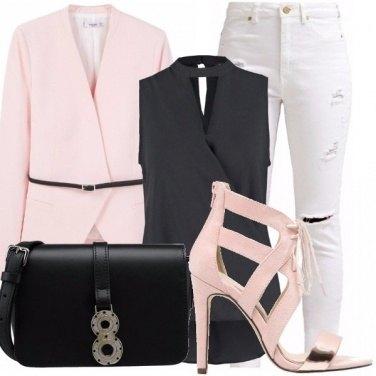 Outfit Rosa blu e bianco: scelta top