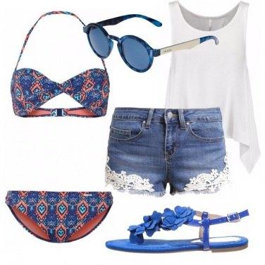 Outfit Al mare in blu e fantasia