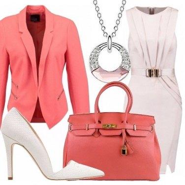 Outfit Corallo e avorio