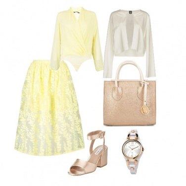 Outfit Giallo e oro rosa