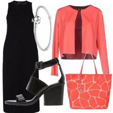 Outfit Nero e corallo