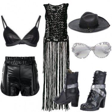 Outfit Nero anche per il festival Coachella....