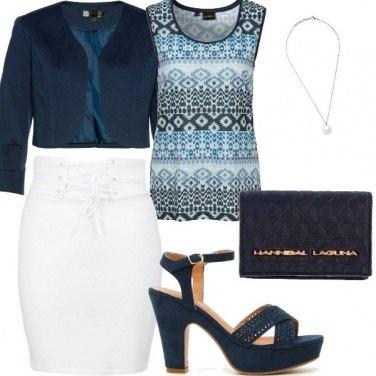 Outfit Public relation in bianco e blu