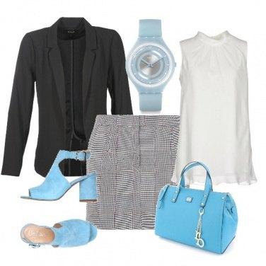 Outfit In ufficio un tocco di azzurro