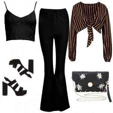 Outfit Crop top rigato e zatteroni