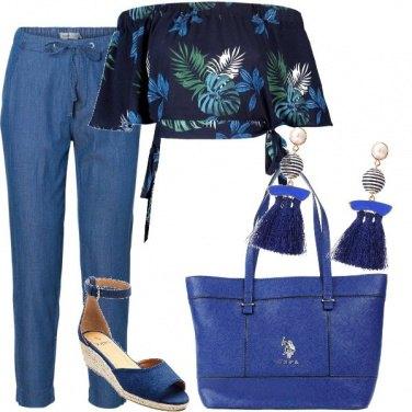 Outfit Top corto sul blu