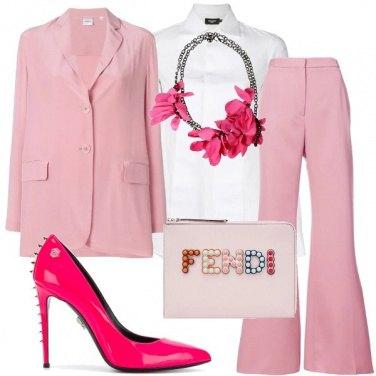 Outfit Il tailleur si tinge di rosa