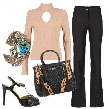 Outfit Maglia con oblo\'