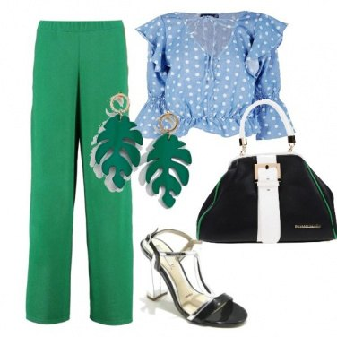 Outfit Blusa azzurro cielo