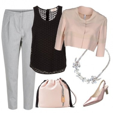 Outfit Nero e rosa pallido