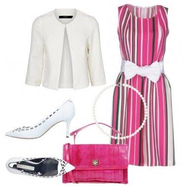 Outfit Vestito a righe con fiocco