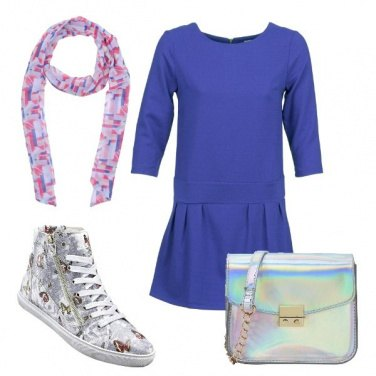 Outfit Vesto in sneakers