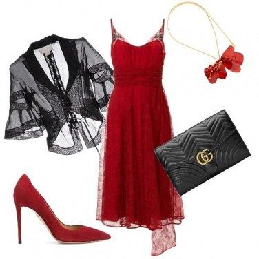 Outfit Invitata in rosso fuoco