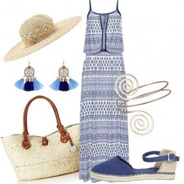 Outfit Camminando in una spiaggia deserta