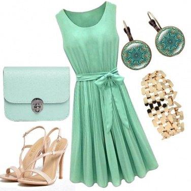 Outfit Invitata in verde acqua
