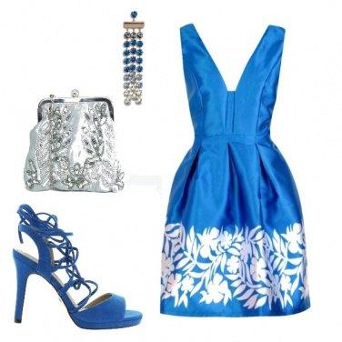 Outfit Blu elettrico, il colore di tendenza