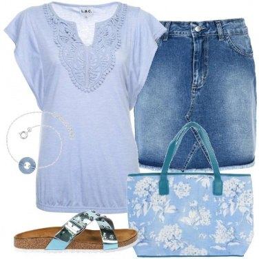 Outfit Ciabattine e azzurro