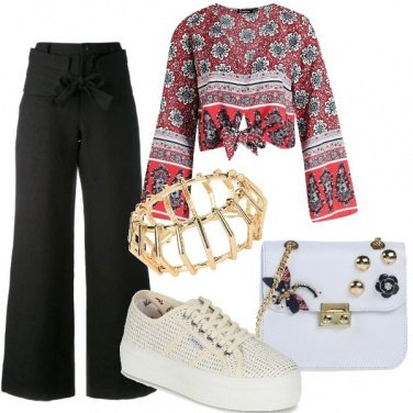 Outfit Sneakers platform e top annodato