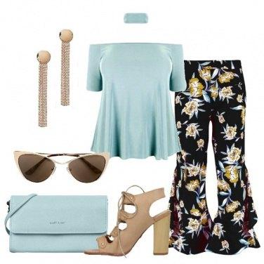 Outfit Top acqua e pantalone a fiori