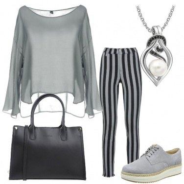 Outfit Grigio e righe