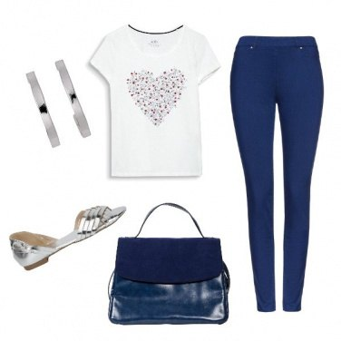 Outfit Basic in bianco e blu