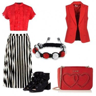 Outfit Smanicato rosso e righe