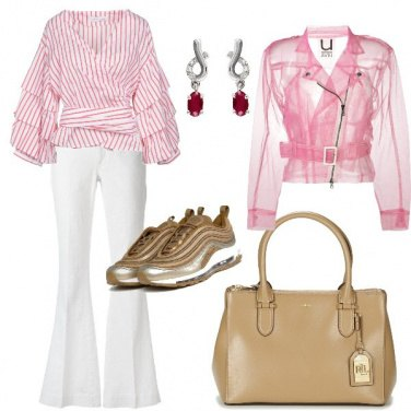 Outfit Camica a righe e sneakers
