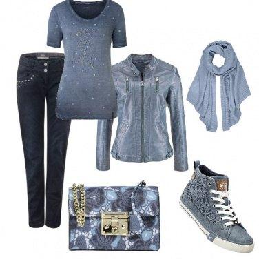 Outfit Biker azzurro polvere