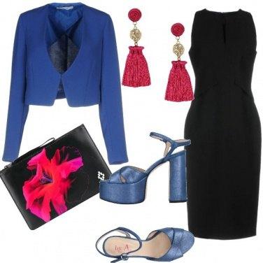 Outfit Colori accessi sul tubino nero