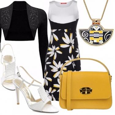 Outfit Nero, bianco e giallo
