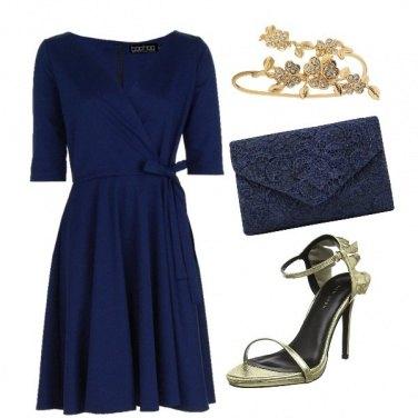 Outfit Blu con dettagli oro