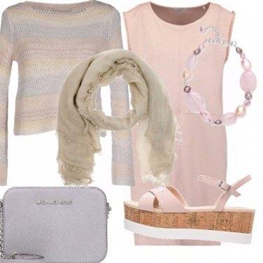 Outfit Sughero, gomma e tonalità tenui.